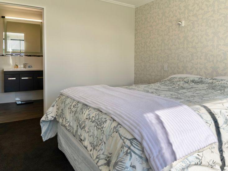Master Bedroom onto Ensuite