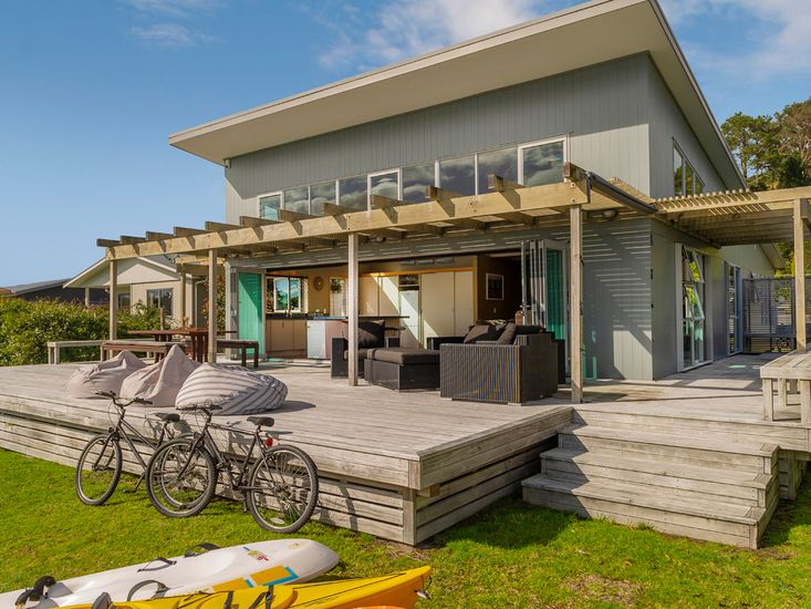 Lakefront Magic - Cooks Beach Holiday Home