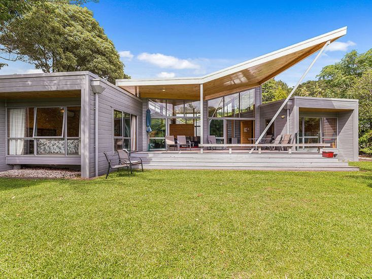 Lakeside Landing - Lake Tarawera Holiday Home