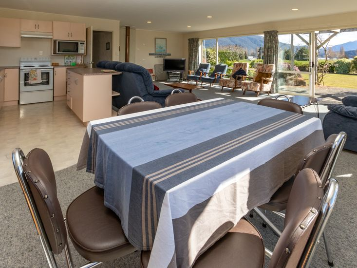 Dining table onto lounge and kitchen