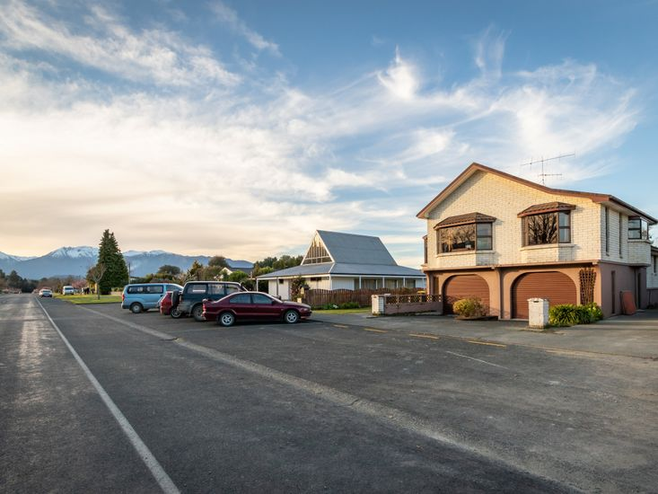 Redcliffe House - Te Anau Holiday Home