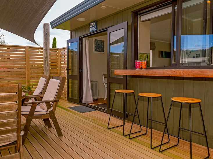 Access to decking from dining area
