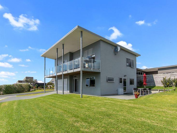 See It All On Devon - Mangawhai Holiday Home