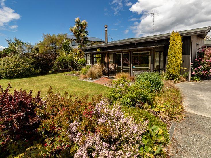 Exterior & Front Garden