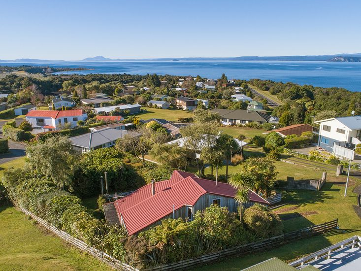 Aerial view of Kowhai Cottage - Omori Holiday Home