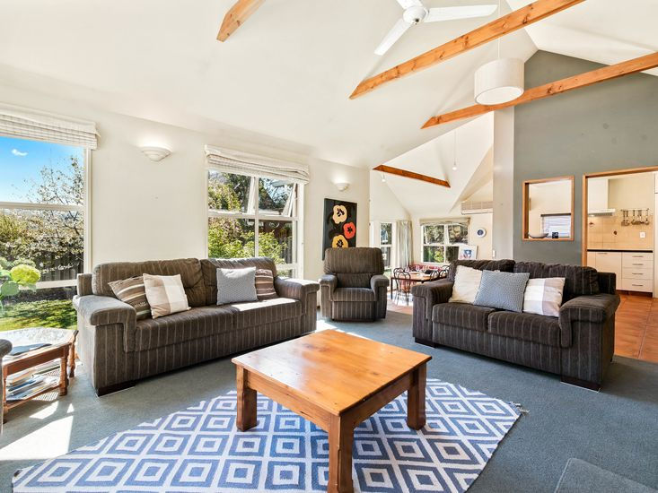Light and Sunny Living Areas