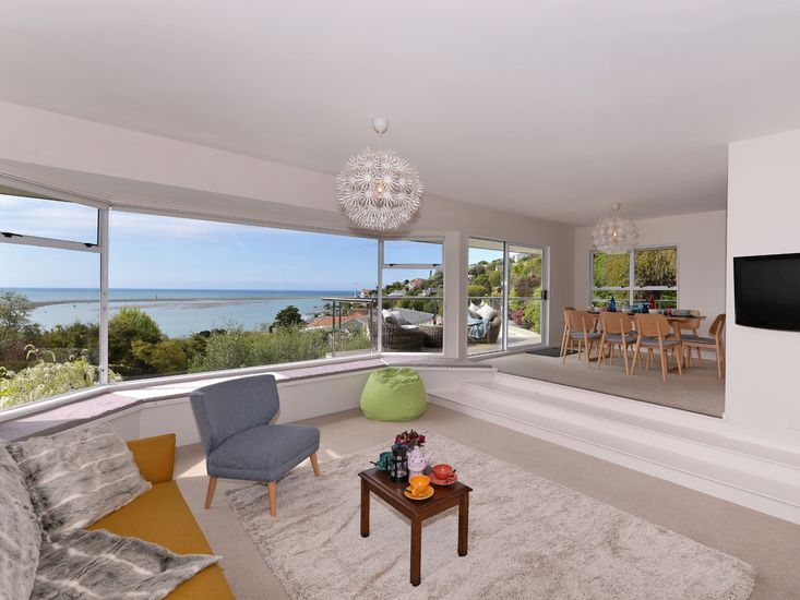 Open Plan Living with 180º Views!
