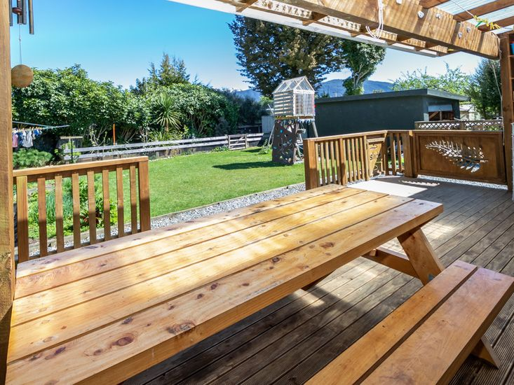 Outdoor dining and BBQ deck