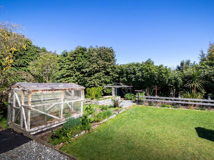 Veggie garden and clothesline