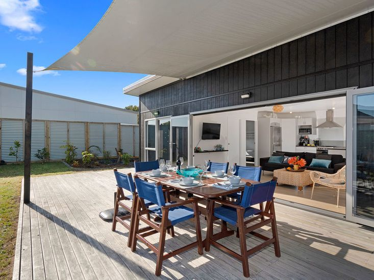 Indoor/Outdoor flow for great outdoor living and dining