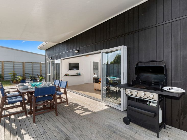 Sheltered outdoor dining and BBQ