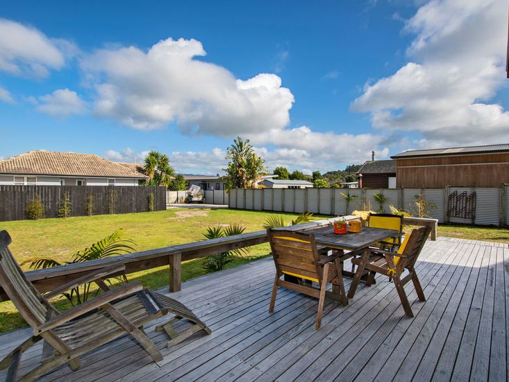Side decking space for sheltered outdoor living