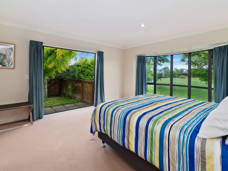 Master bedroom - Opens out onto the patio