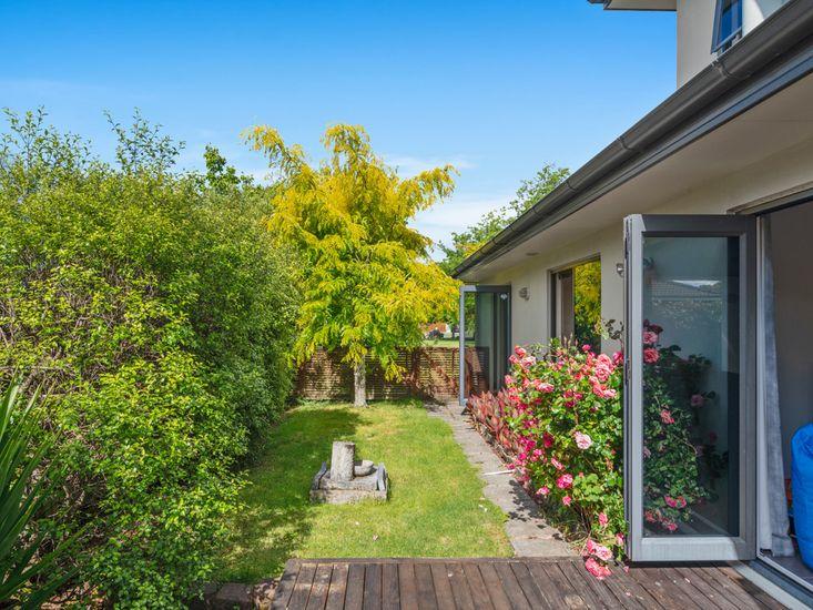 Holdens Bay Rotorua - Garden