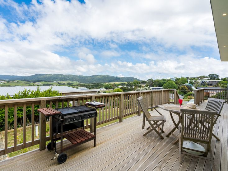 BBQs and outdoor dining with a view!