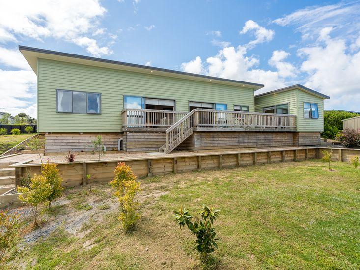 Driftwood Views - Mangawhai Holiday Home