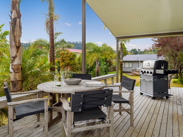Dedicated outdoor dining and BBQ deck