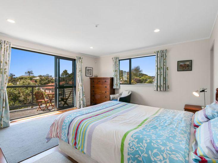 Master Bedroom onto decking