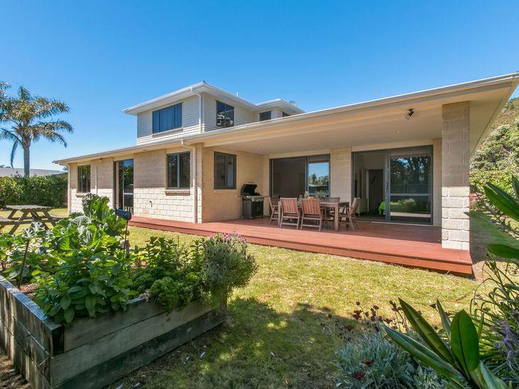 The Bowentown Bach - Waihi Beach Holiday Home