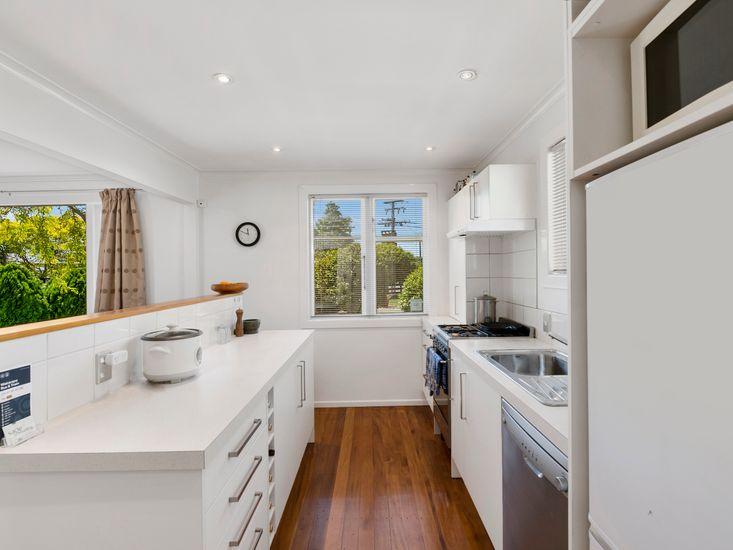Clean and Modern Kitchen