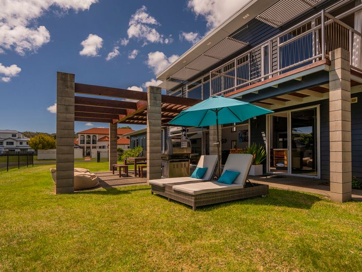 Outdoor living, dining and BBQ area