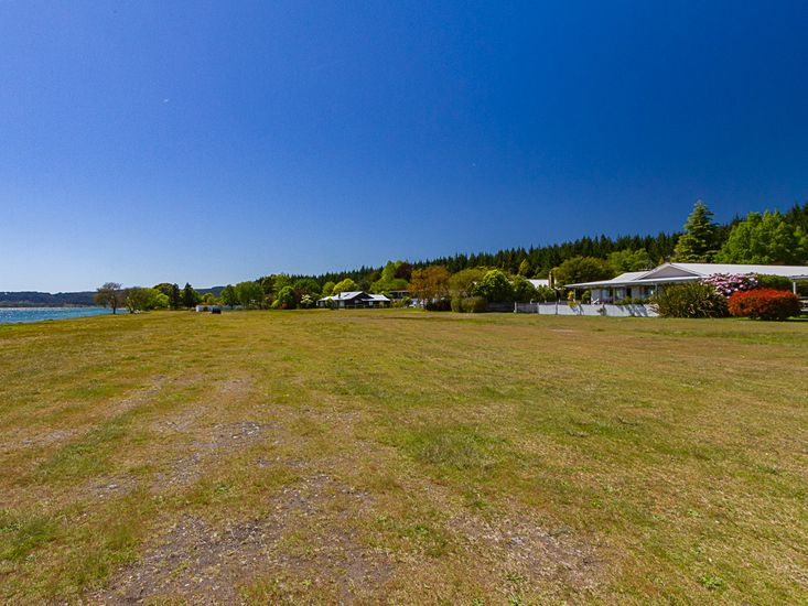 Taupo Lakefront holiday home