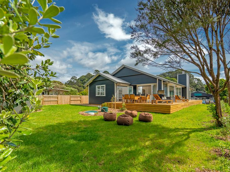 Spacious garden and lawn for outdoor living