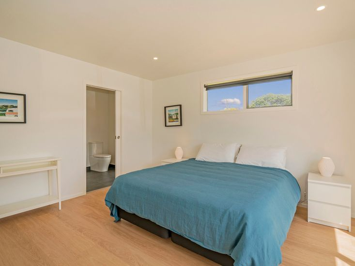 Master bedroom - onto ensuite
