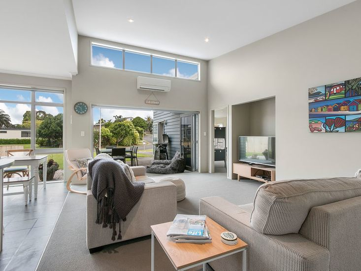 Open Plan Living onto Courtyard