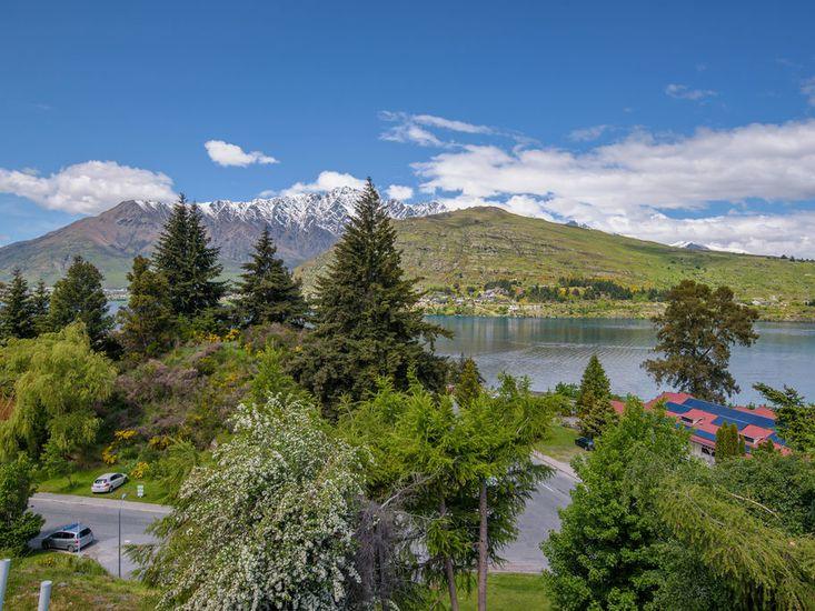 Stunning Mountain and Lake Views!