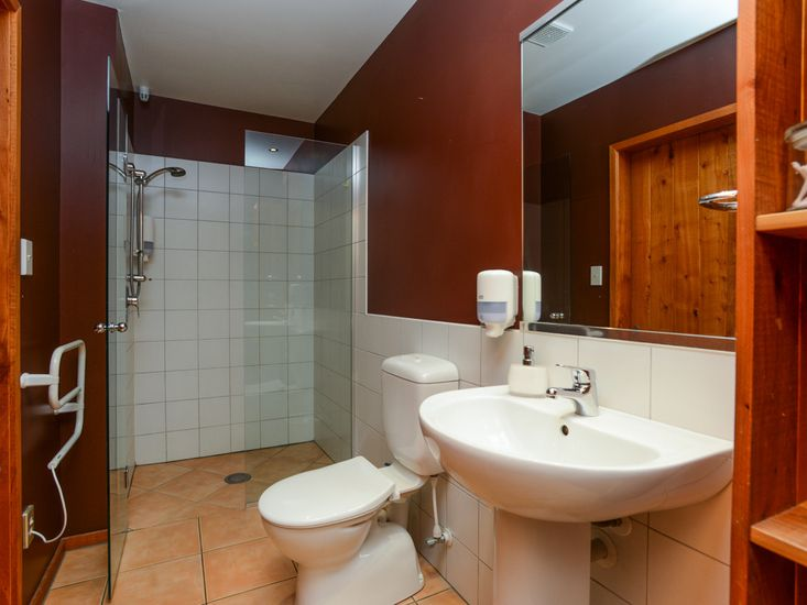 Bathroom to bedroom 1