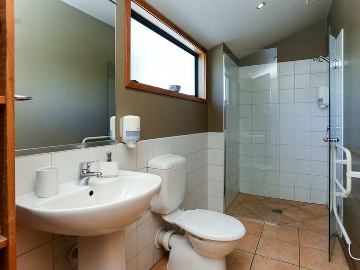Bathroom to bedroom 2