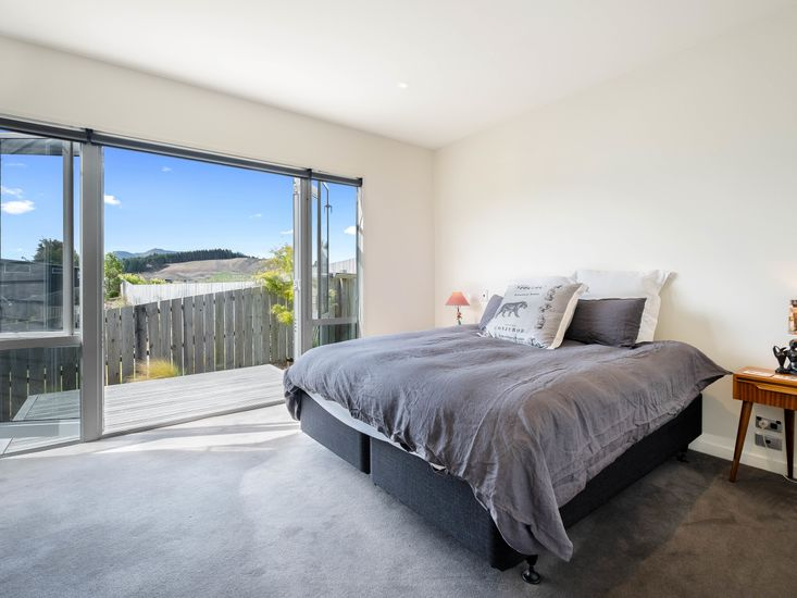 Master bedroom - Opens out onto private decking