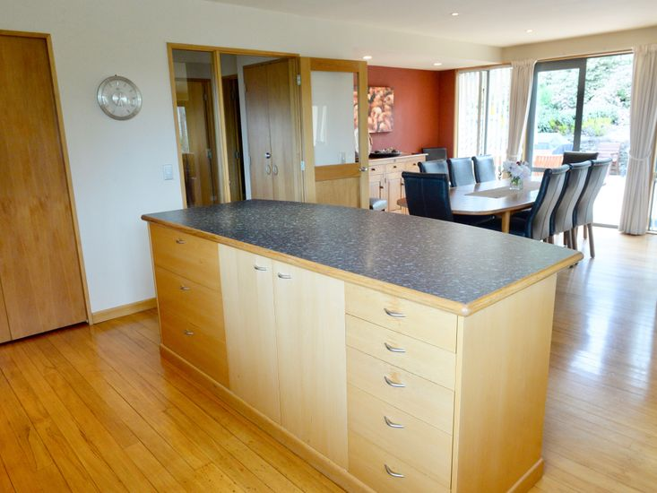 Breakfast bar and dining table