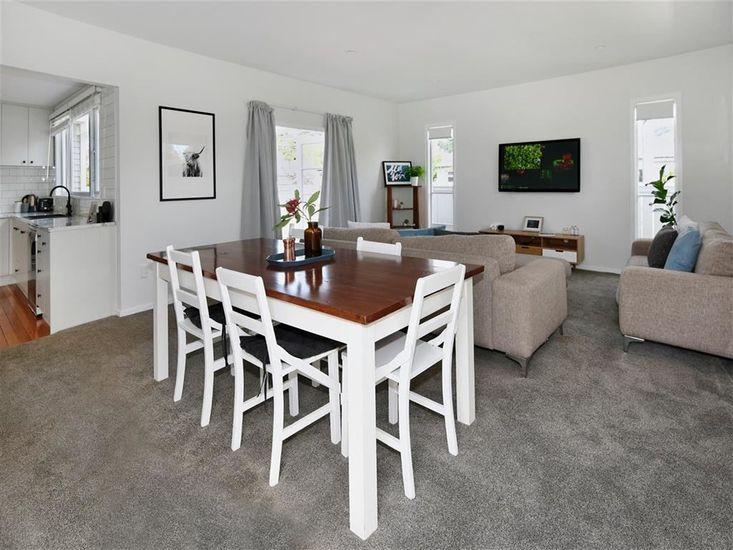 Dining table onto lounge area