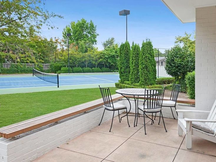 Sitting area by the tennis courts
