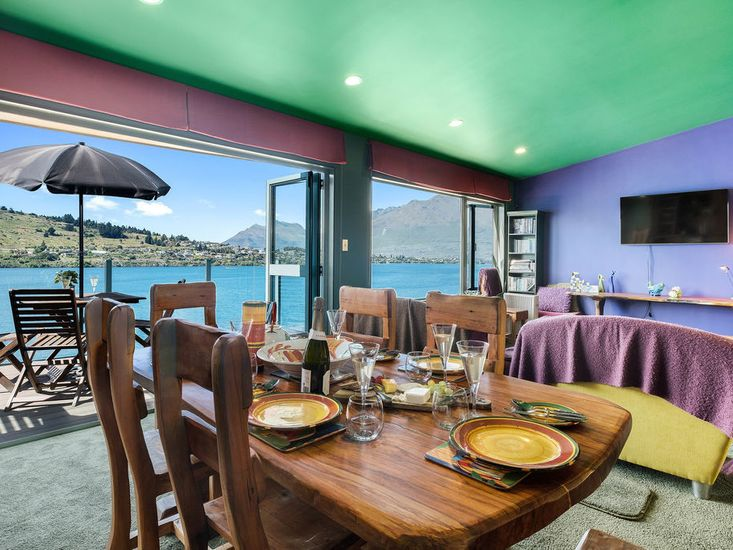 Colourful Condo - Queenstown Holiday Home