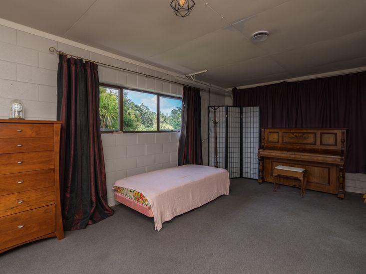 Rumpus Room - Queen Bed and Single