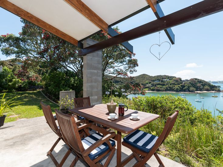 Outdoor dining with spectacular views!