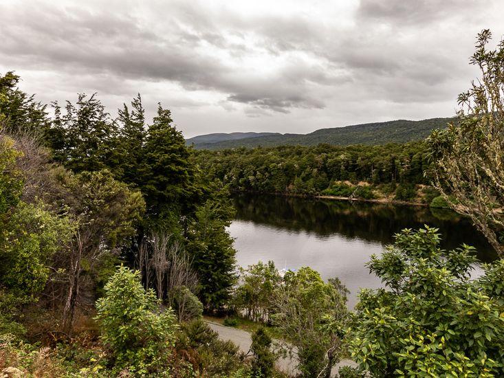 Lakeside at Manapouri Mountain Views