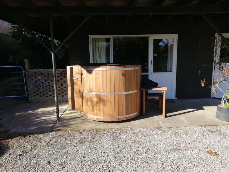 Outdoor 4-6 person Cedar Hot Tub