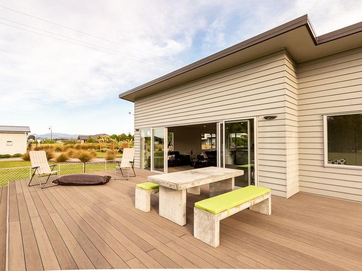 Welcome to Poppa Pete's Te Anau Holiday Home! - Outdoor Living with Mountain Views