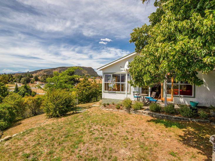 Hill Cottage - Wanaka Holiday Home
