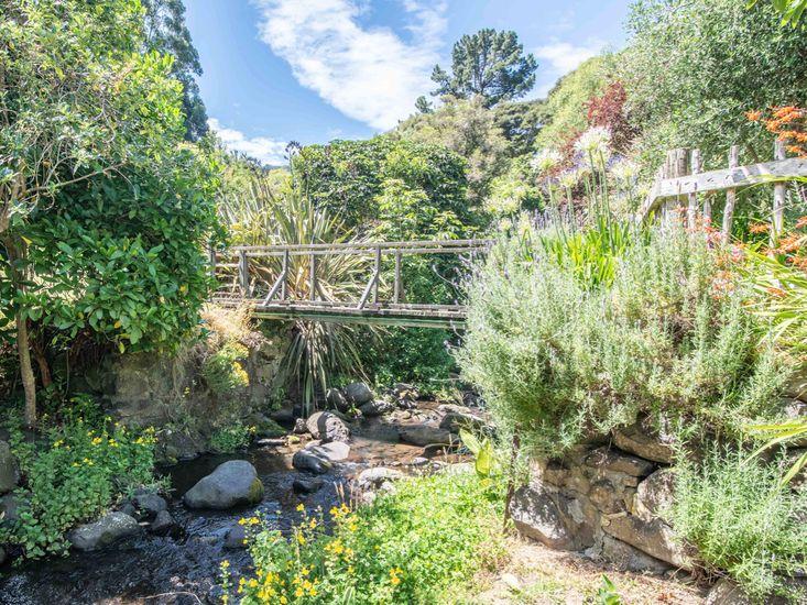 Gorgeous Gardens at Kokopu Cottage
