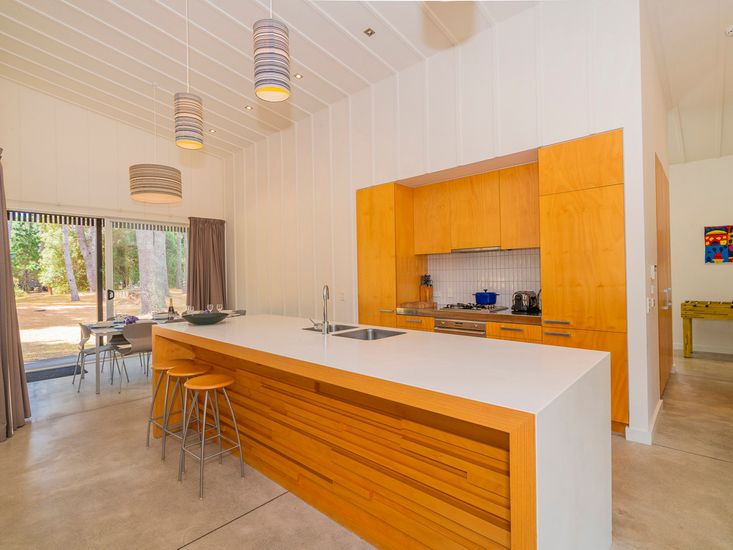 Large, full equipped kitchen and breakfast bar