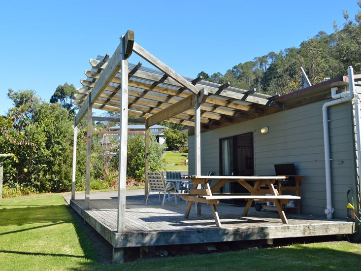 Sundeck attached to sleep-out