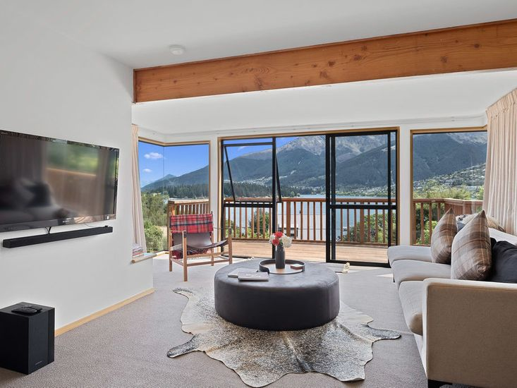 The Lakehouse - Queenstown Holiday Home