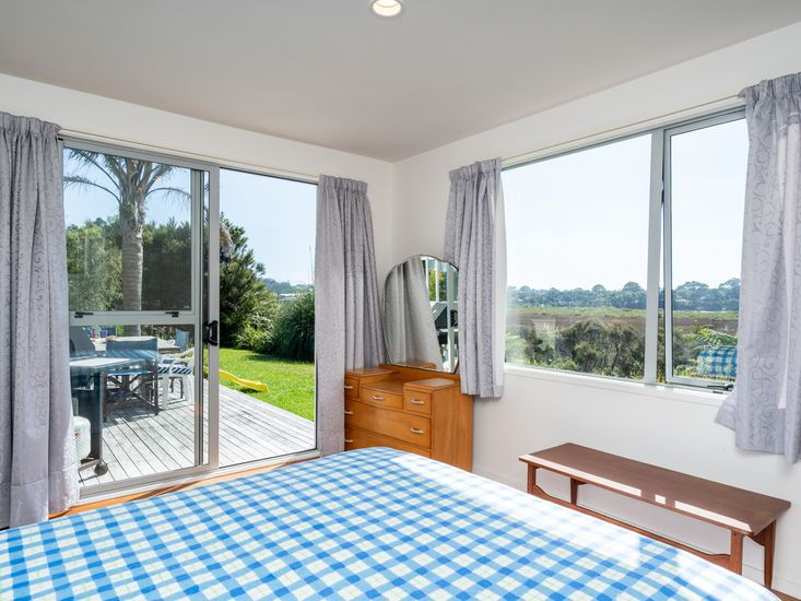 Master bedroom - Opens out onto the decking