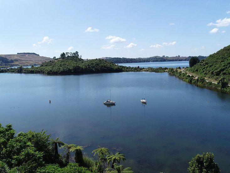 Direct access to Lake Rotoiti