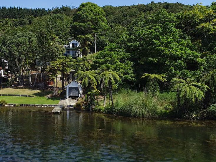 Freshwater Boat House - Lake Rotoiti Holiday Home